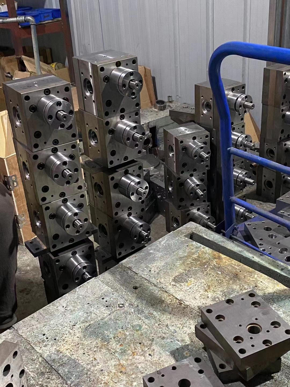 熔喷布计量泵在熔喷挤出机高压力下平稳输送熔体到熔喷头
